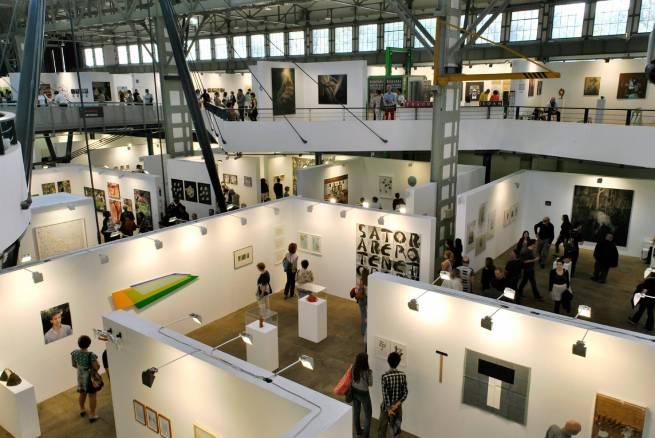 Blick in die Millenarium Halle zur Art Budapest 2016