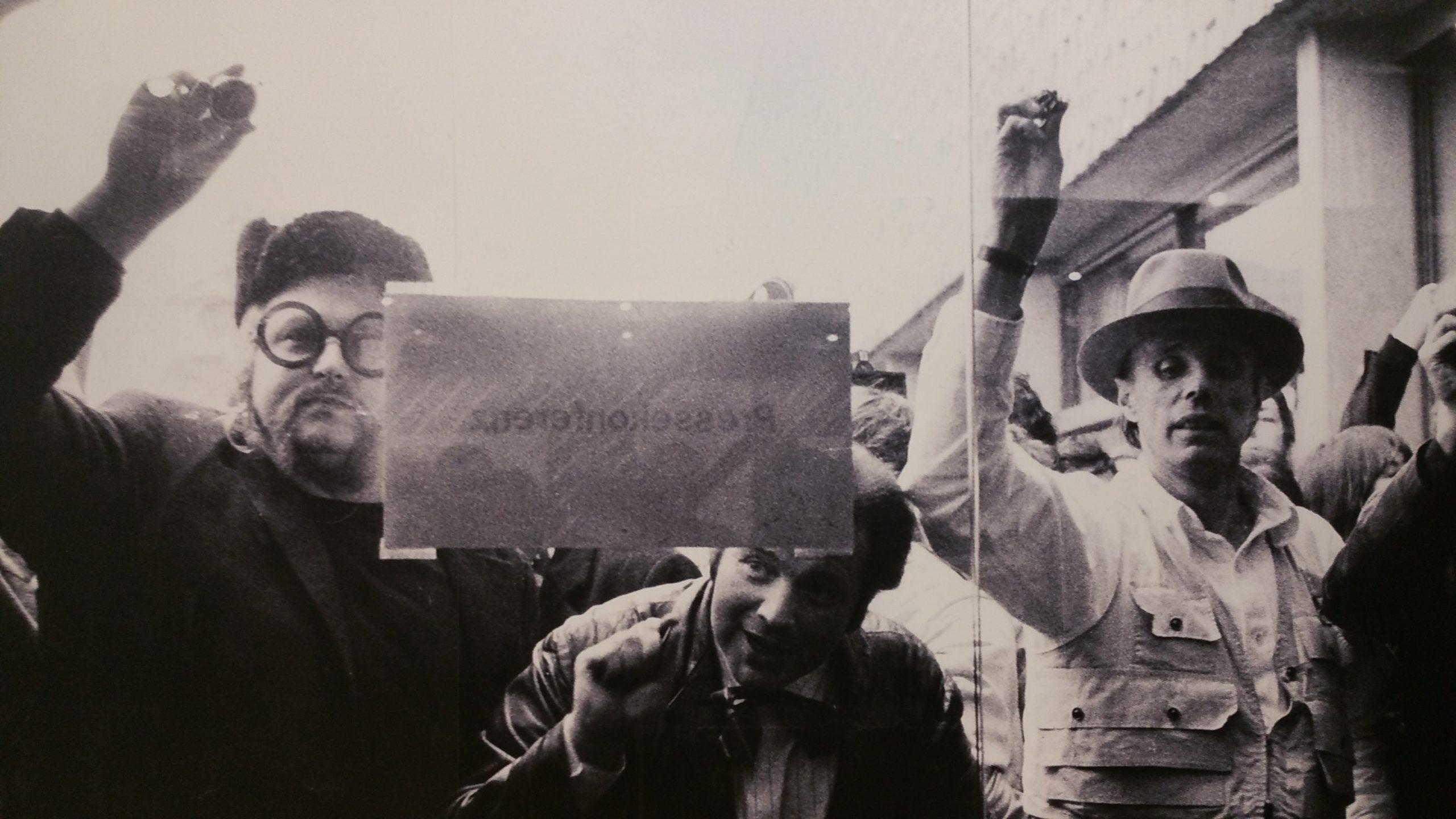 Wolf Vostell und Joseph Beuys pochen 1969 an die Pforten des Kölner Kunstmarktes