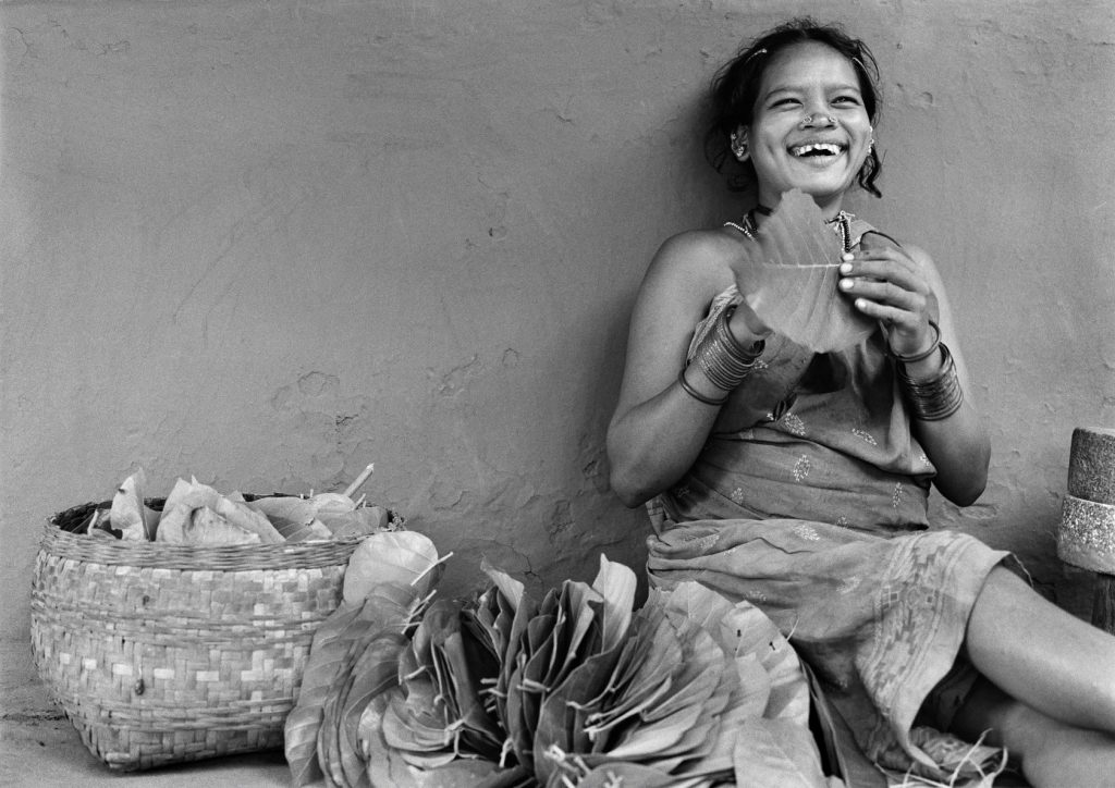 the laughter. Dhurwa young girl. Village Tiria, 2008. 78.74 x 55.88 cm. S/W Hahnemühle Papier. ©Manoj Kumar Jain/courtesy UTMT